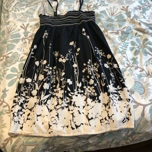 Adorable floral sundress in EUC